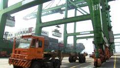 對중국 수출 15개월째 감소...흑자 폭도 반 토막