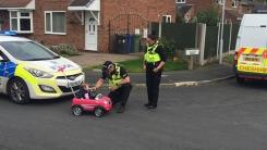 경찰이 장난감 자동차 탄 아이에게 음주 측정을 한 이유