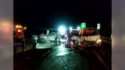 트럭이 사고로 멈춰선 승용차 추돌