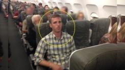 비행기에서 성추행하는 남성을 생중계한 여성
