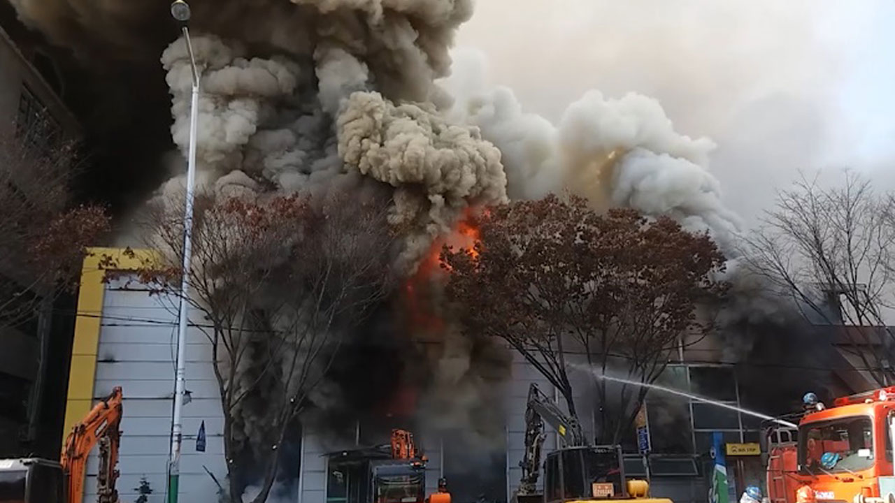 [영상] 계룡 대형마트서 '펑'…순식간에 번진 불