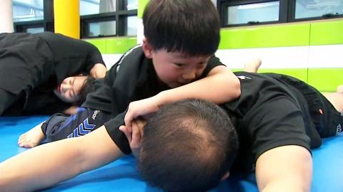 넘기는 쾌감이 쏠쏠…생활체육 레슬링