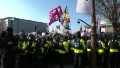 국회 앞 '촛불 집회' 시작...긴장감 고조