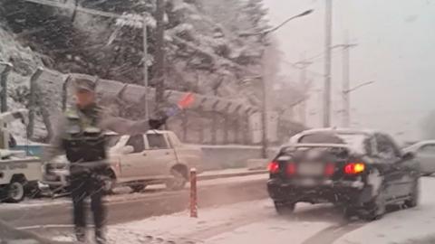 [사진] '30cm 폭설' 눈 쏟아진 강원도 도로 상황