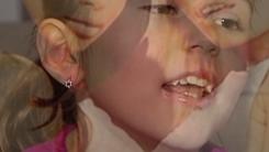 크리스마스에 포르노 영상 선물받은 7살 소녀