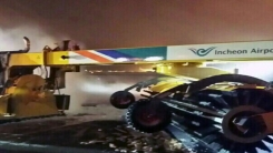 [취재N팩트] 6억짜리 인천공항 제설차 첫 실전에 화재로 망신