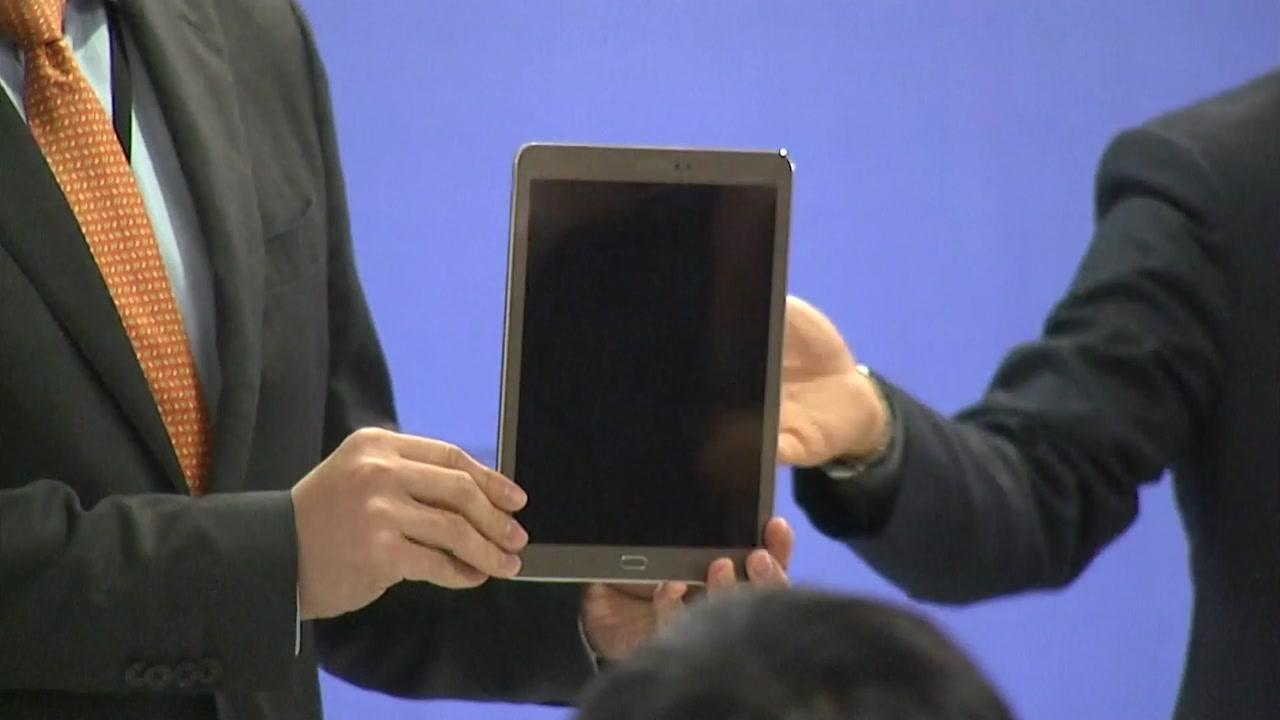 태블릿 PC 공개...삼성과 거래 흔적 그대로