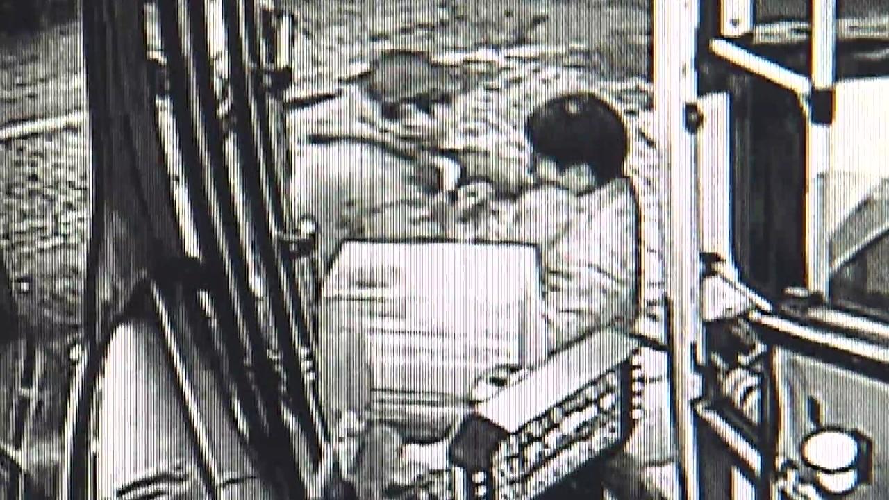 날치기범 쫓아 제압...주저 없이 몸 던진 버스 운전자