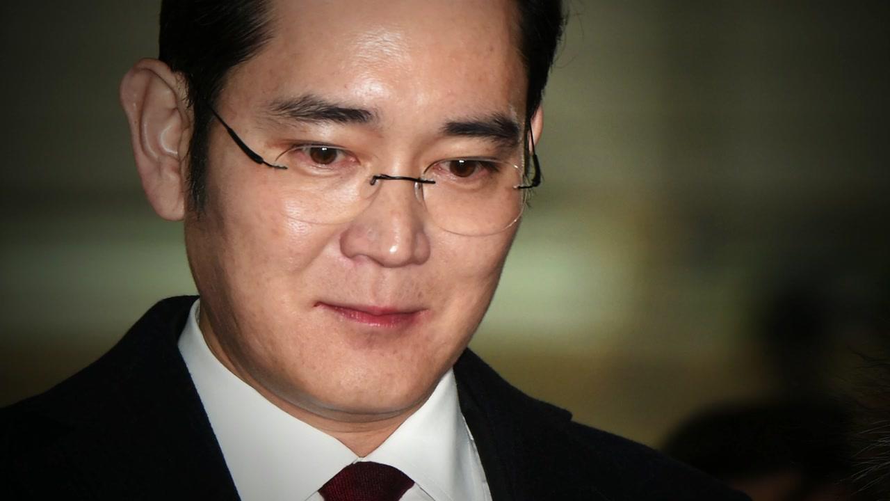 '강요 피해자'에서 '뇌물 준 피의자' 된 이재용, 특검 출석