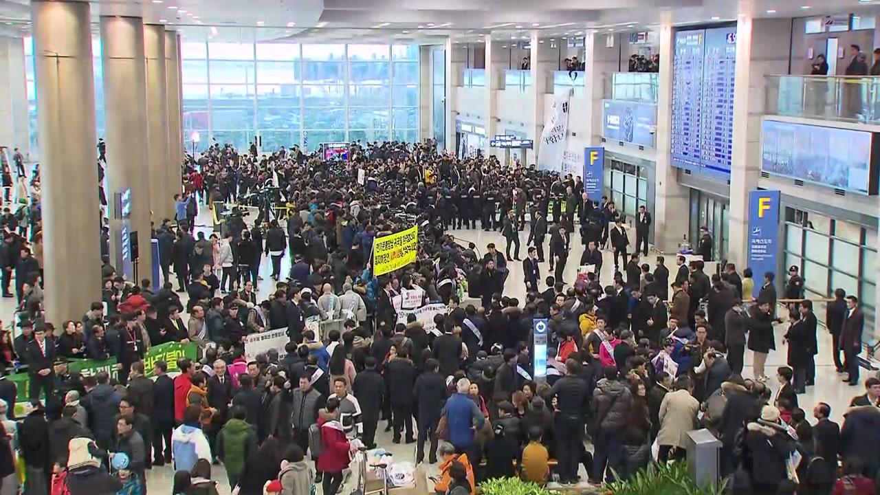 반기문, 잠시 뒤 귀국...대중교통 행보 속 '화합·소통' 강조