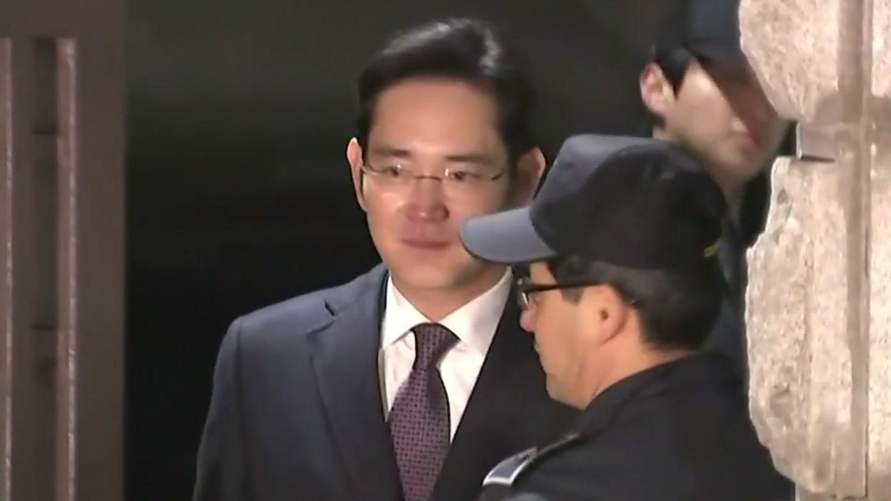 """이재용 부회장 영장 기각…""""다툼의 여지 있다"""""""