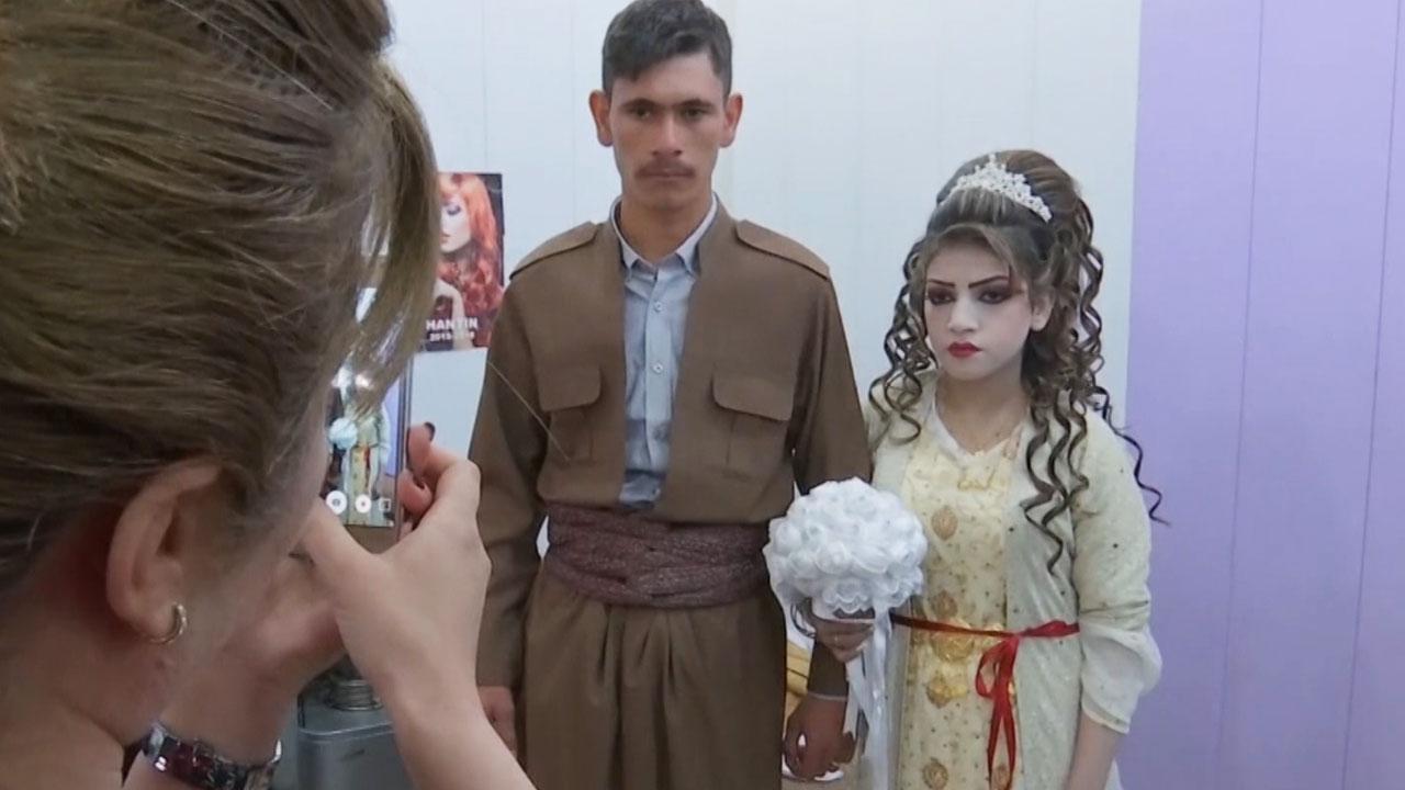 이라크 난민 캠프에서 결혼식 ...IS 테러는 계속돼