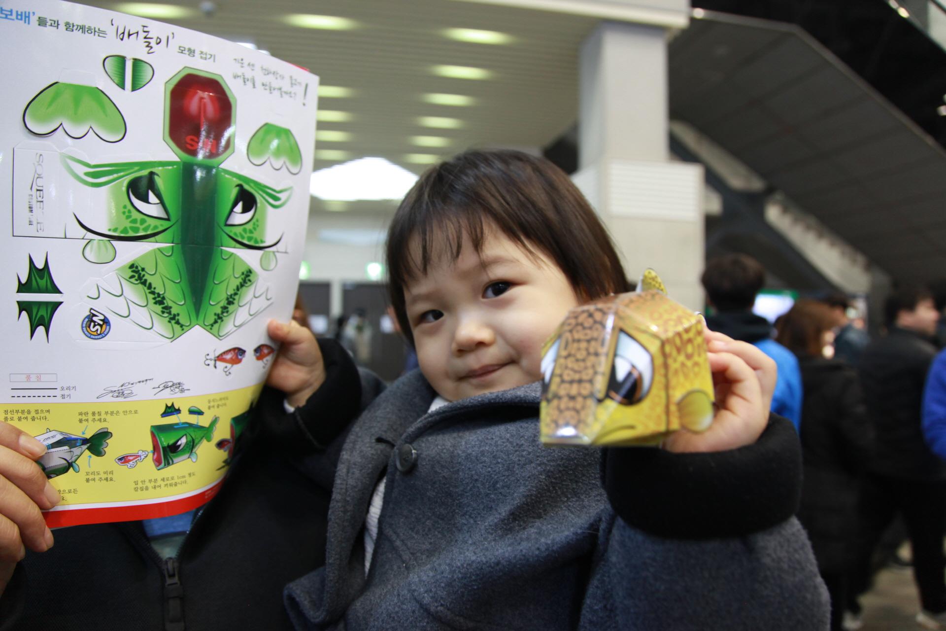'아이들에게 꿈과 희망을'...2017한국국제낚시박람회서 쏘가리 페이퍼토이 '쏘돌이' 인기