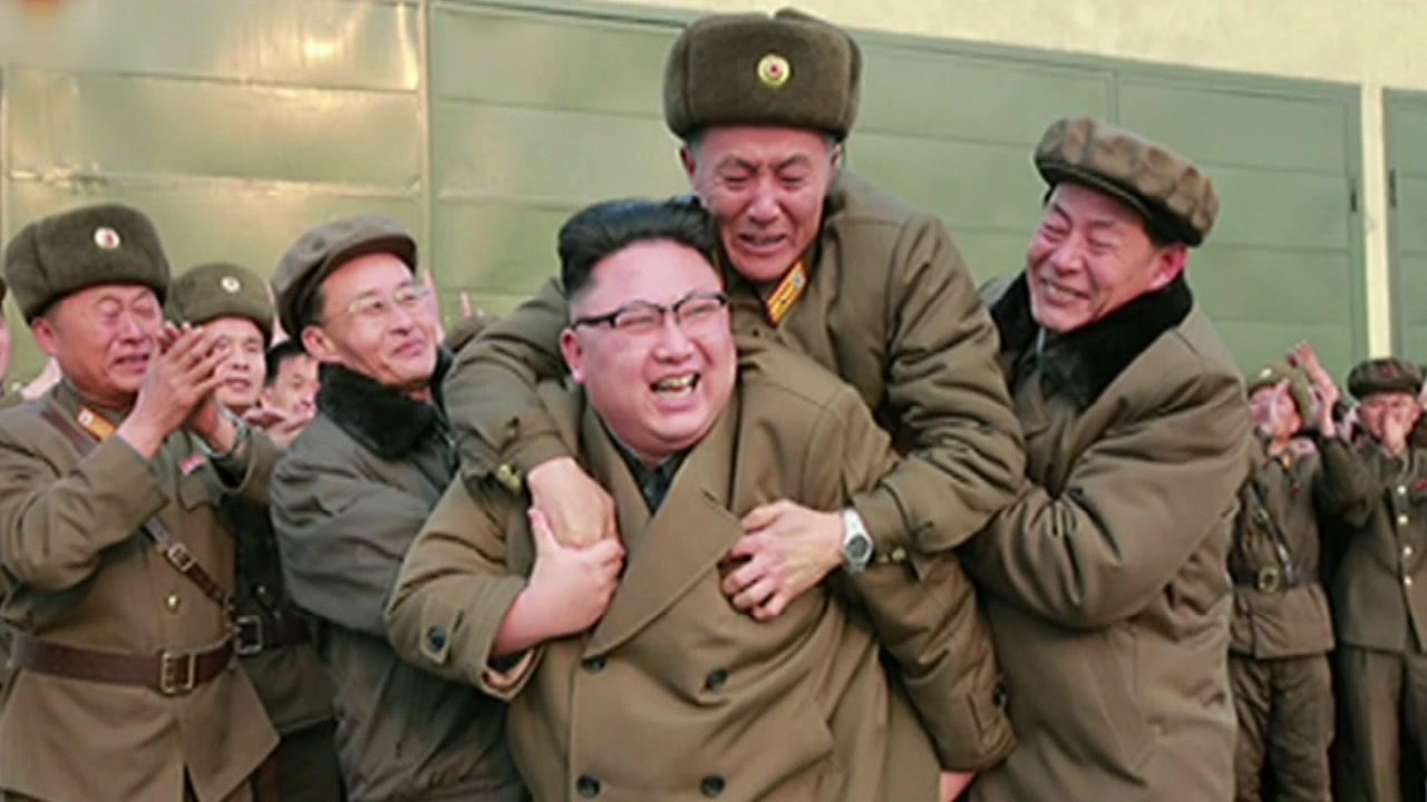 처형·어부바 오락가락...김정은 냉온탕 정치