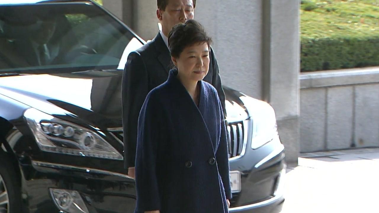 [속보] 박 前 대통령, 서울중앙지검 도착