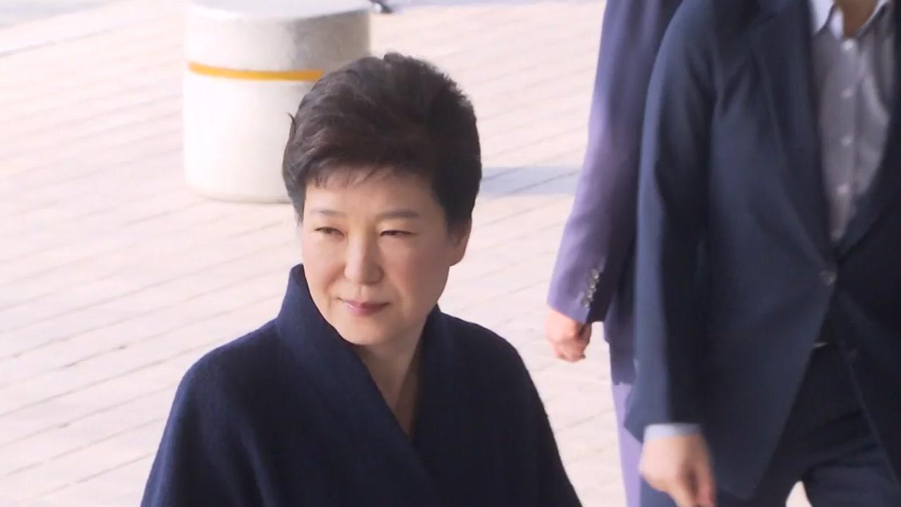 박근혜 前 대통령 오전 조사 종료