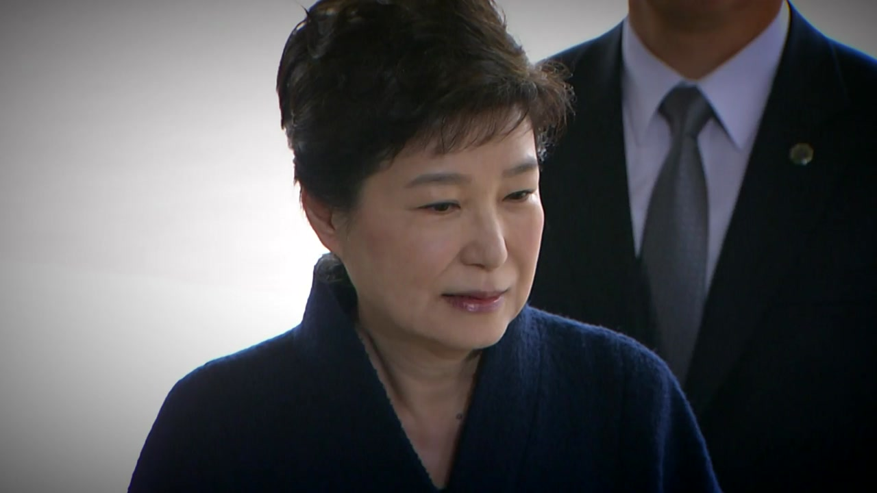 """박 전 대통령 '두 문장 입장'...정치권 """"유감"""""""