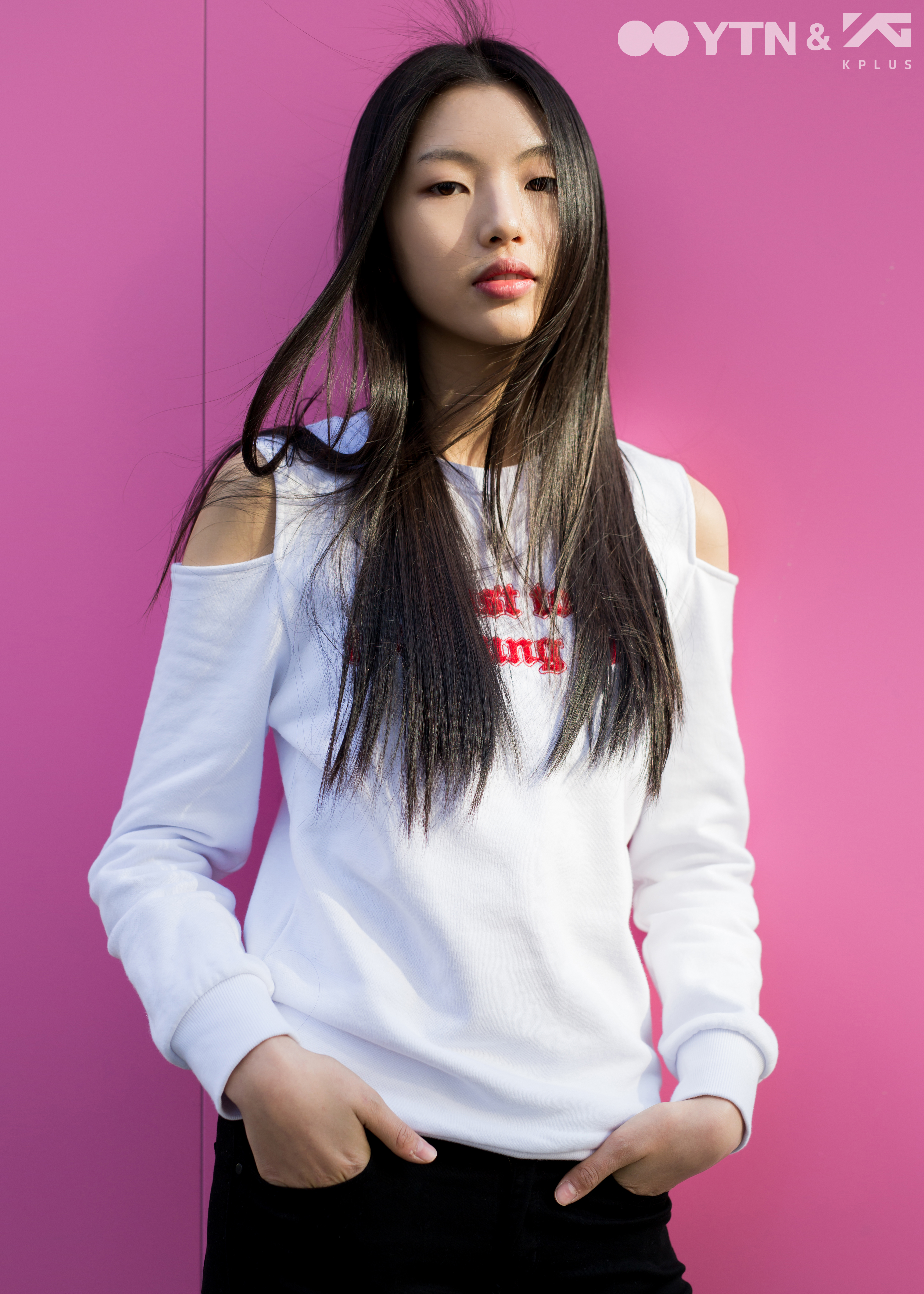 패션&뷰티신인 모델 이다인, 어깨 커팅 티셔츠로 청순미와 ...
