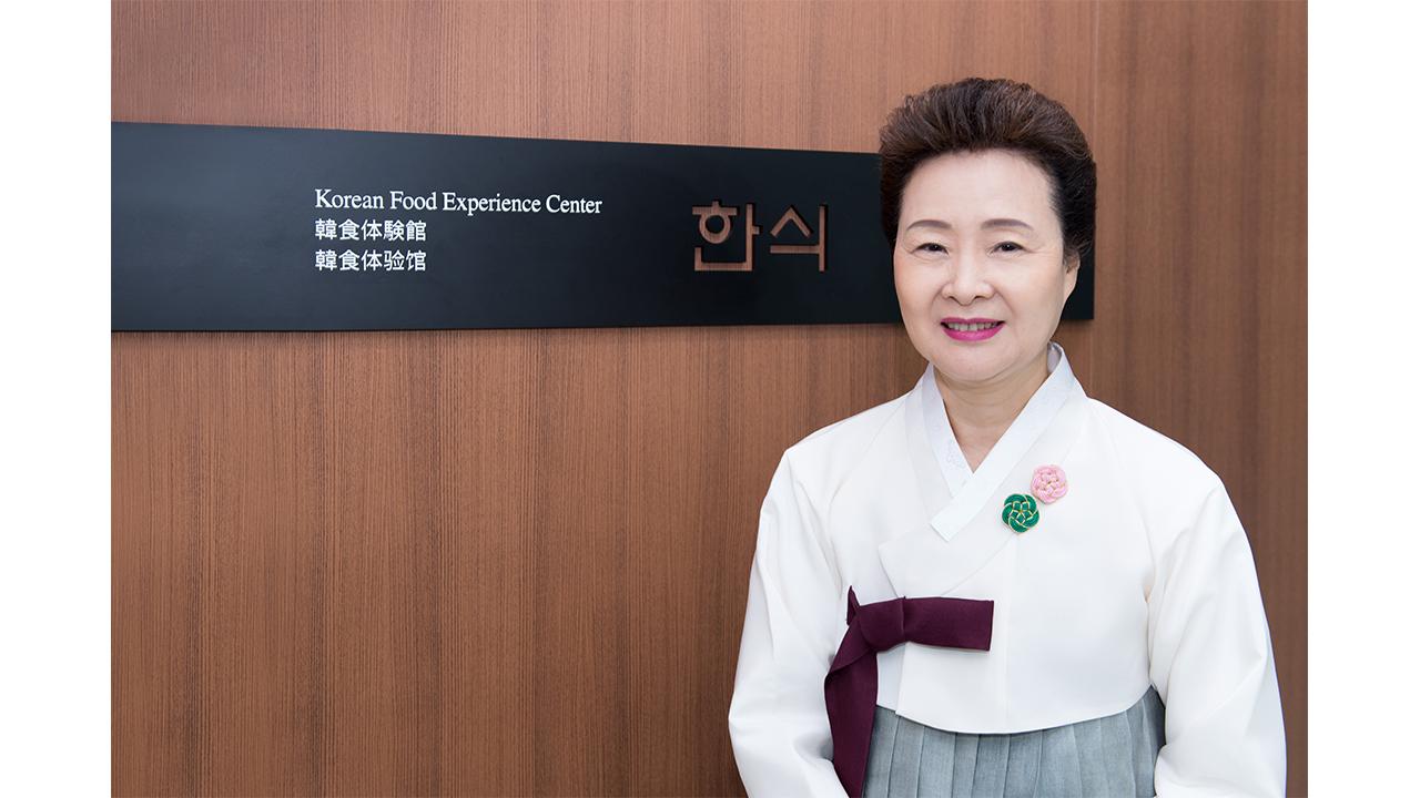 """[리더스인터뷰] """"한식, 이제는 지구촌 브랜드"""",  윤숙자 한식재단 이사장"""