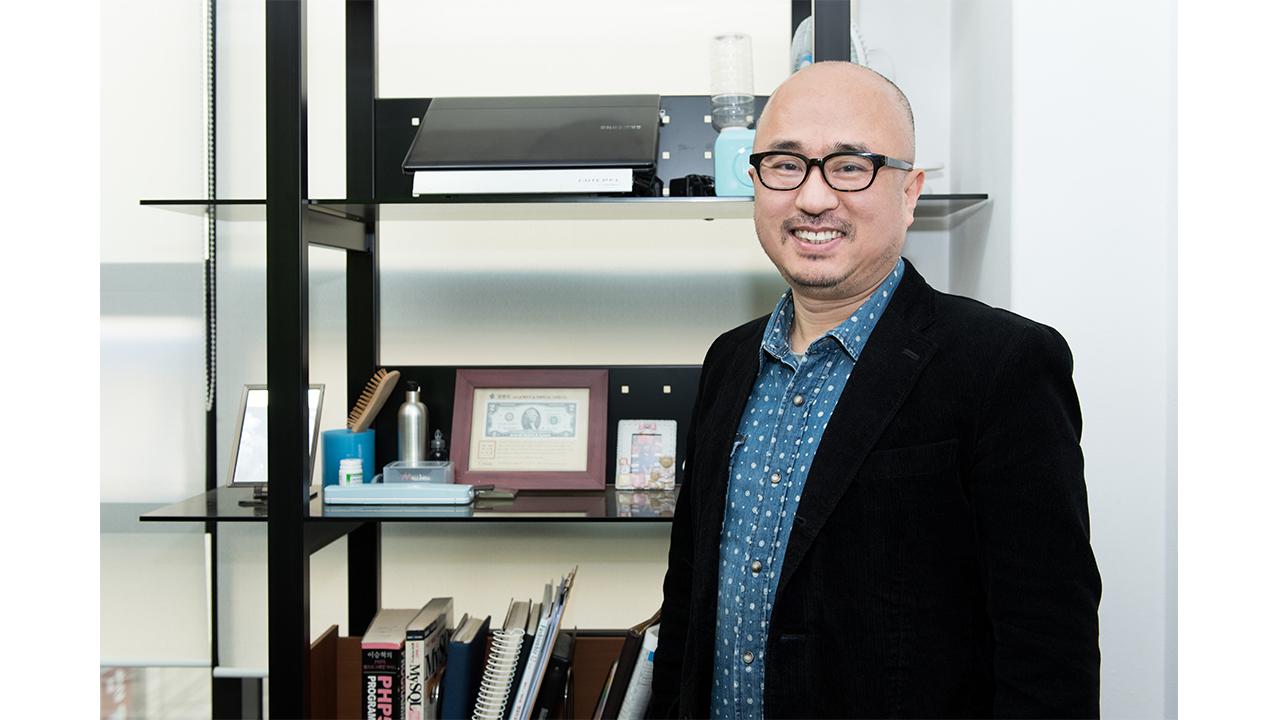 """[피플앤피플]""""신개념 쇼핑몰, 마케팅·생산, 각자 영역에만 집중하도록"""" 김민석 몰인다 대표"""