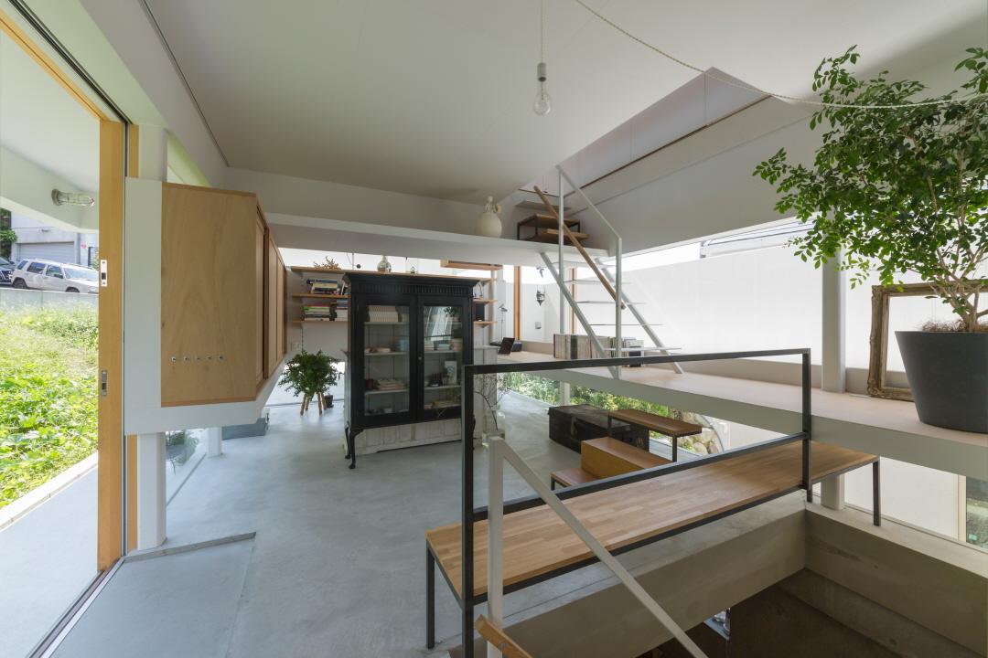 〔안정원의 디자인 칼럼〕 일곱 개의 레이어를 쌓아 만든 볼륨감 있는 주택 공간 산책 2
