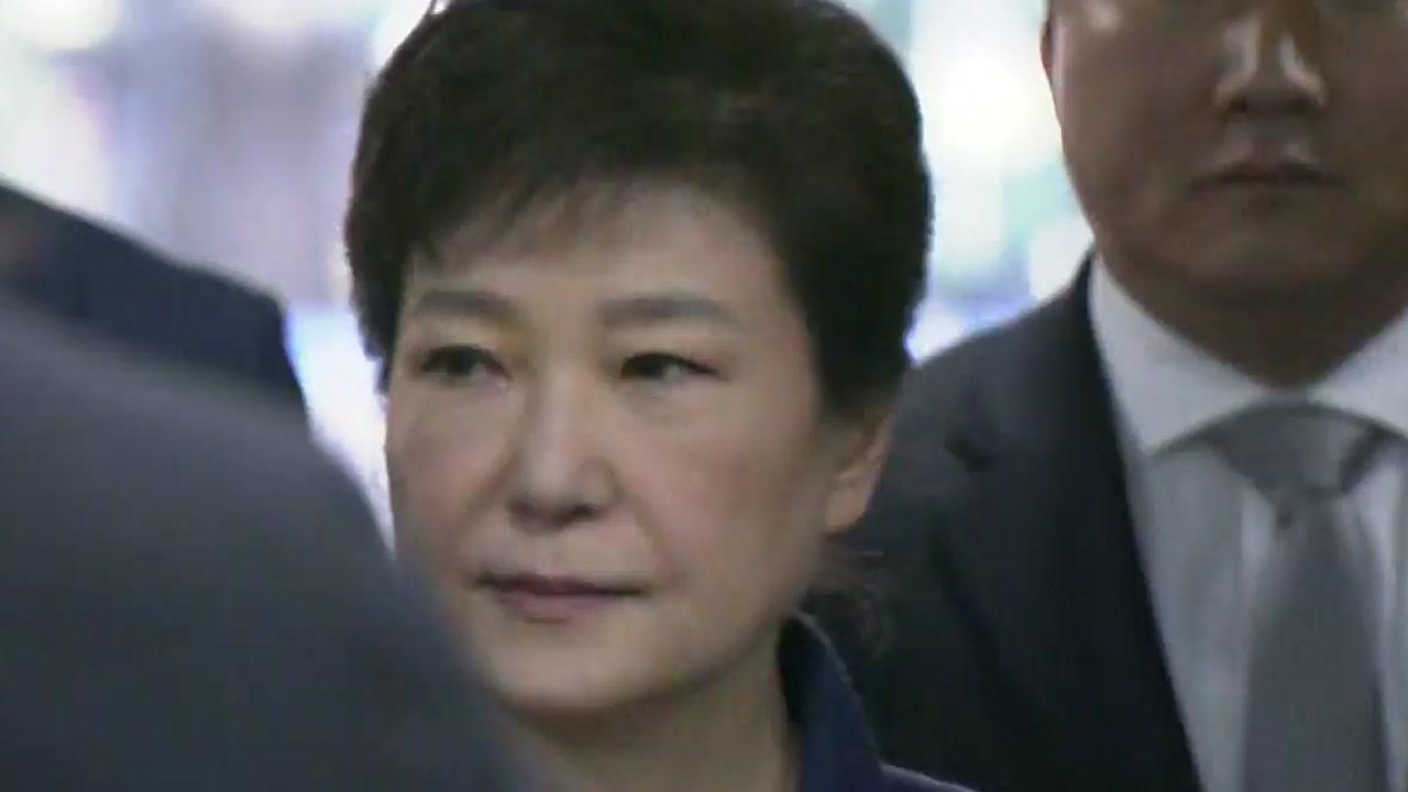 [YTN 실시간뉴스] 내달 2일 박 前 대통령 첫 재판...자택 매각