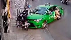 """[영상] """"어딜 도망가"""" 오토바이 날치기 잡은 택시기사"""