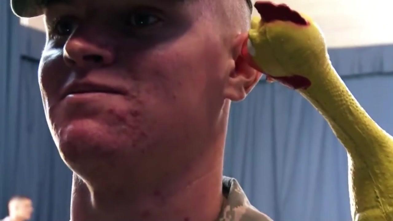 '절대 웃지 마라'...미 공군 의장대의 무시무시한 훈련