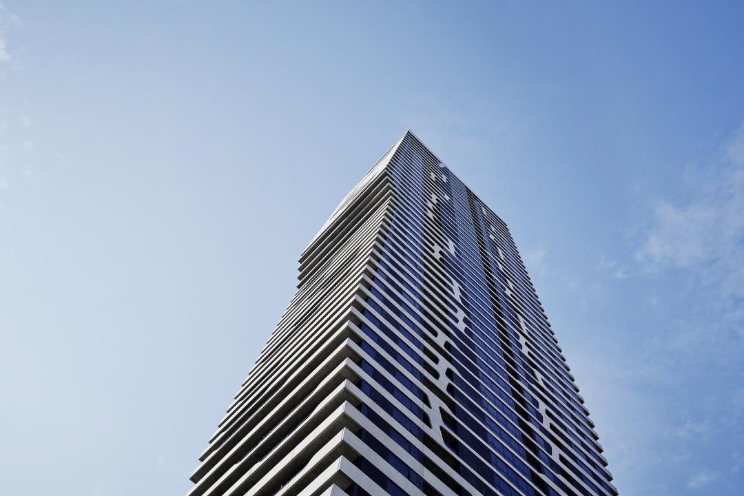 〔안정원의 디자인 칼럼〕 물결 무늬 실루엣이 연출하는 고층 아파트의 멋스러움에 빠지다