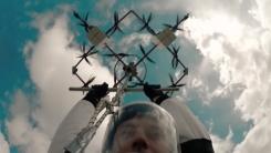 [영상] '세계 최초' 드론 타고 스카이다이빙