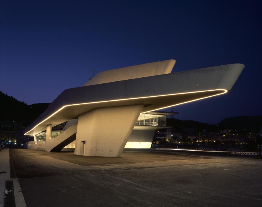 〔안정원의 디자인 칼럼〕 유기적인 지붕선과 흐르는 듯한 연속성을 보여주는 해양 터미널 2