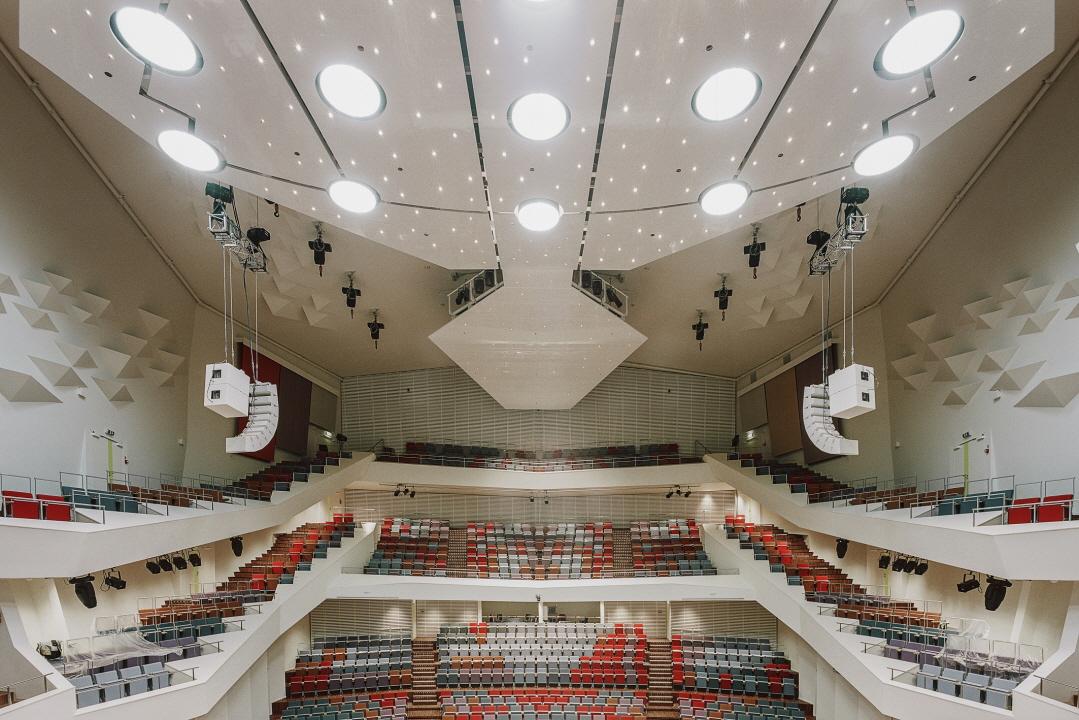 〔안정원의 디자인 칼럼〕 항구도시를 빛내는 갈색 건축물의 독특한 문화 매력에 빠지다 2