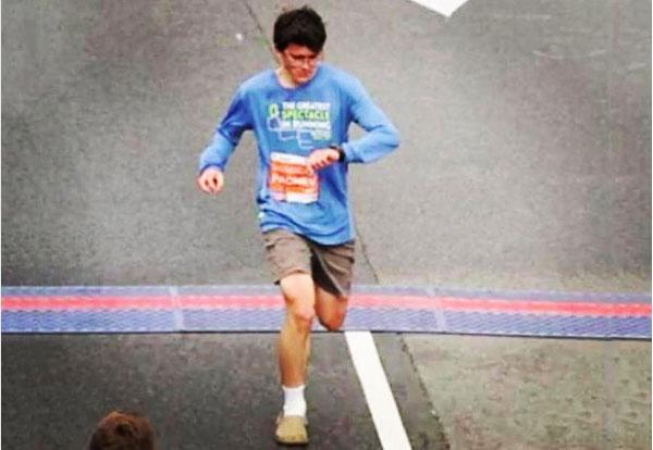 마라톤 선수가 '크록스'를 신고 달린 뒤 세운 기록