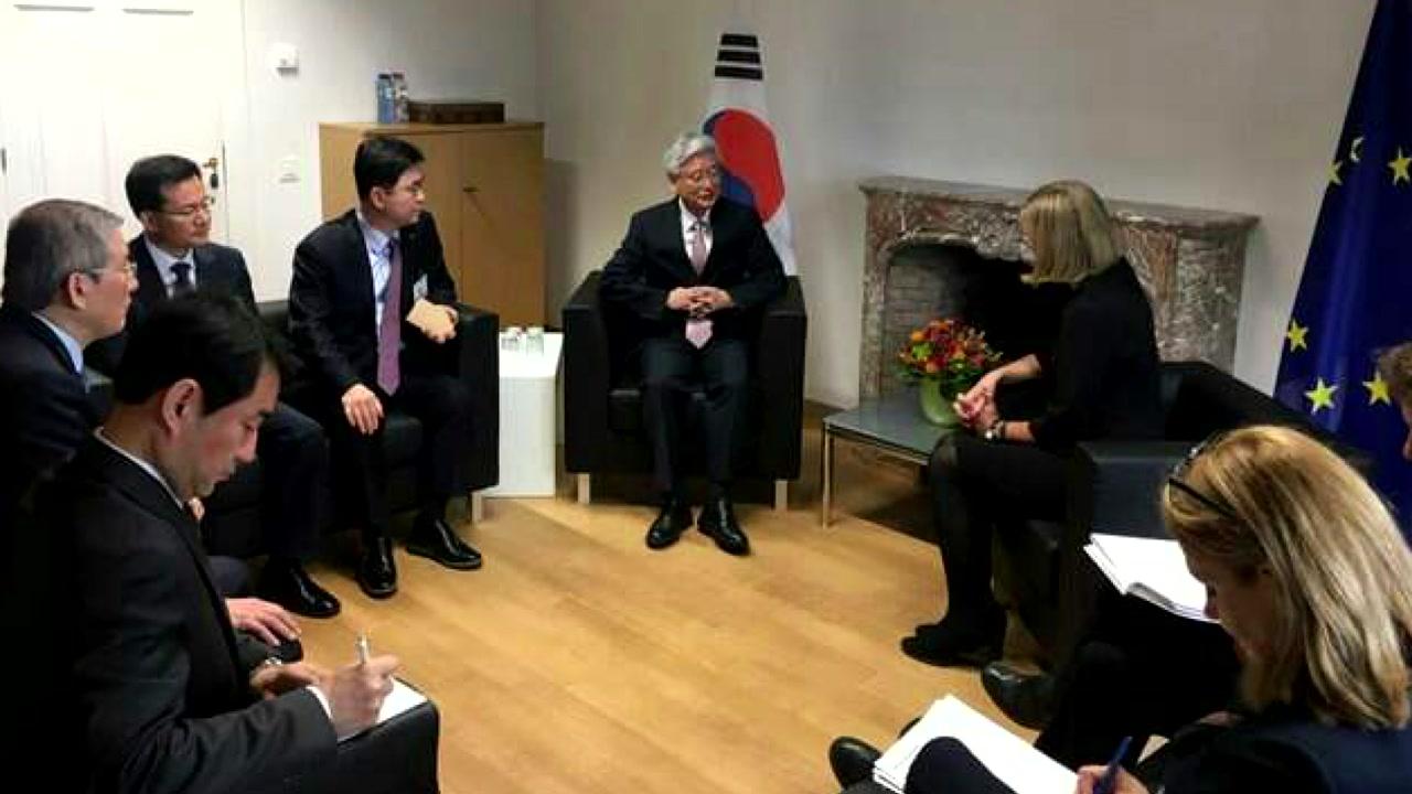 "EU ""북핵 협상, 단계적 접근 필요"""