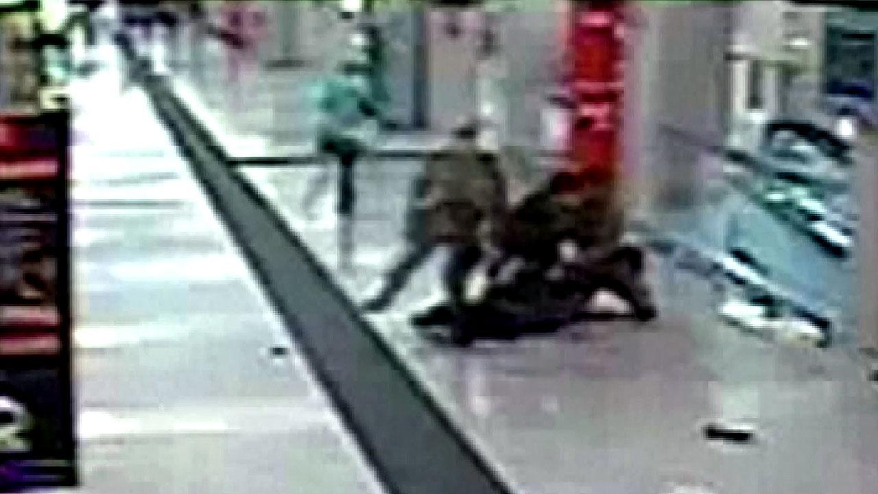 伊 칼부림에 보안요원들 부상...'테러 연계' 조사