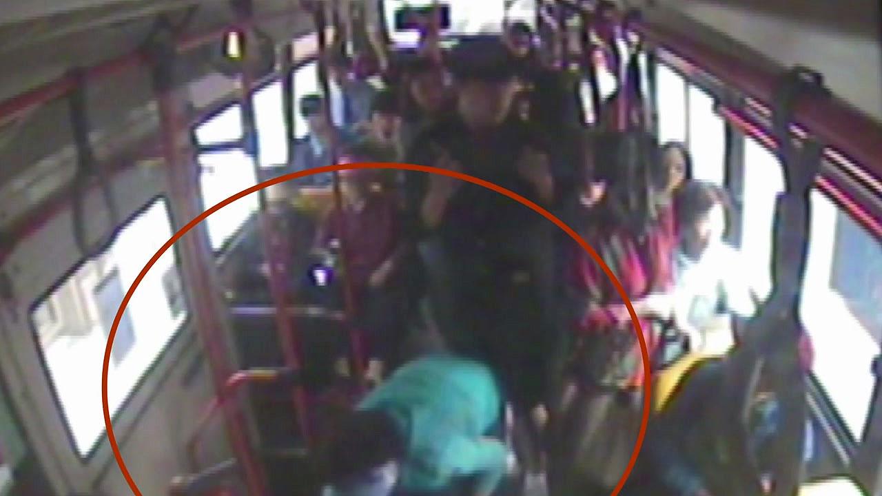 [단독] 버스에서 의식 잃은 아이, 기사-시민이 구해