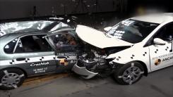 [지구촌 생생영상] 연식 17년 차...동종 차량끼리 충돌 결과는?