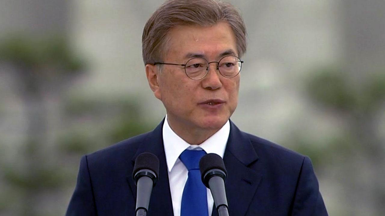 """문 대통령 """"조선·해운업 살리는데 모든 수단 동원"""""""