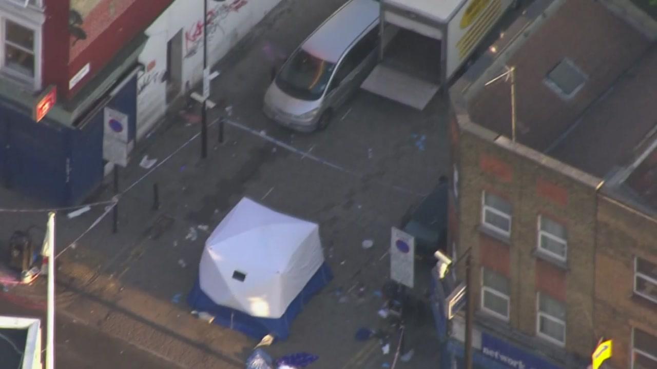 런던 무슬림 겨냥 차량 돌진...1명 사망