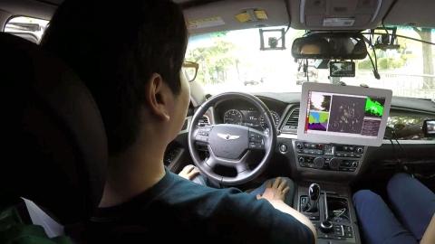 """""""초보운전이에요""""…자율주행차, 국내 일반도로 첫 주행"""