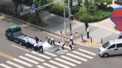 [영상] 도로 위 사고...도움의 손길 전한 시민들