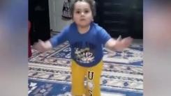 [영상] '흥 폭발' 이슬람 전통춤 추는 귀여운 소년