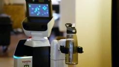 """""""물 좀 가져다줘""""...전신마비 환자 돕는 로봇"""