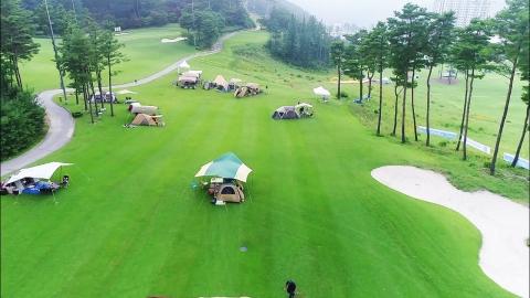 골프장의 변신 '초록 잔디 위에서 캠핑하고 결혼하고'