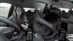 [지구촌 생생영상] 부딪히고 추락하고...'보행 중 스마트폰 위험해요'