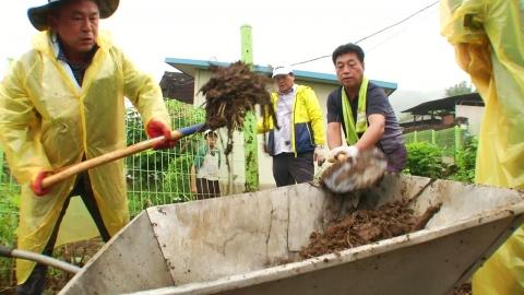 또 내리는 비에 복구 지연…도의원 3명 참회의 봉사
