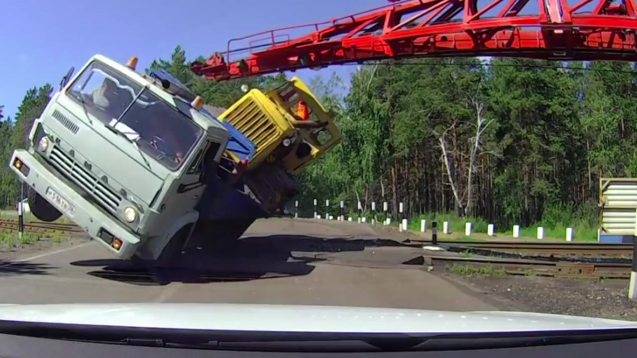 [지구촌생생영상] '아찔한 충돌'...참을성 없는 운전자의 최후
