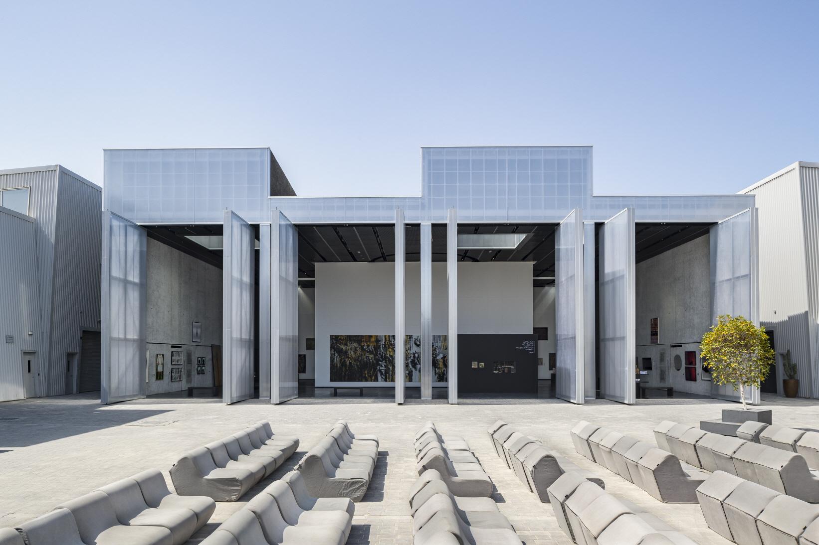 〔안정원의 디자인 칼럼〕 두바이 알세르칼 거리에 새롭게 들어선 복합문화센터 '콘크리트' 1