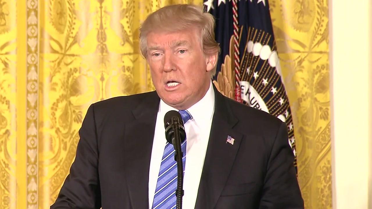 """트럼프의 '강온' 전략...""""괌 공격 시 후회할 것"""""""