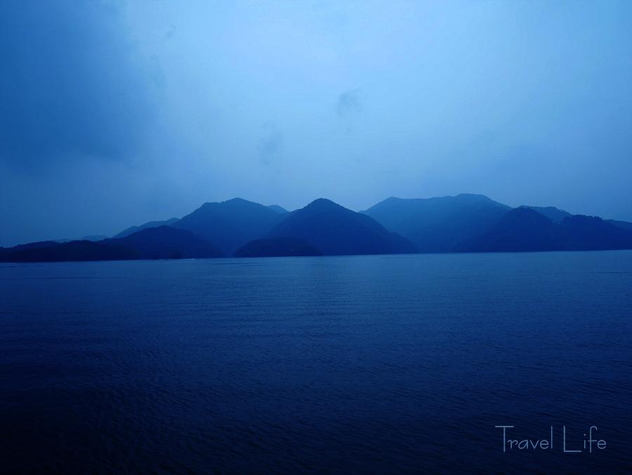 충주호, '푸른 안개'에 파묻힌 광활한 땅위의 바다